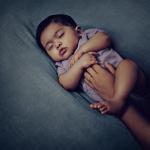 O meu bebé dorme mal. Devo ensiná-lo a dormir?